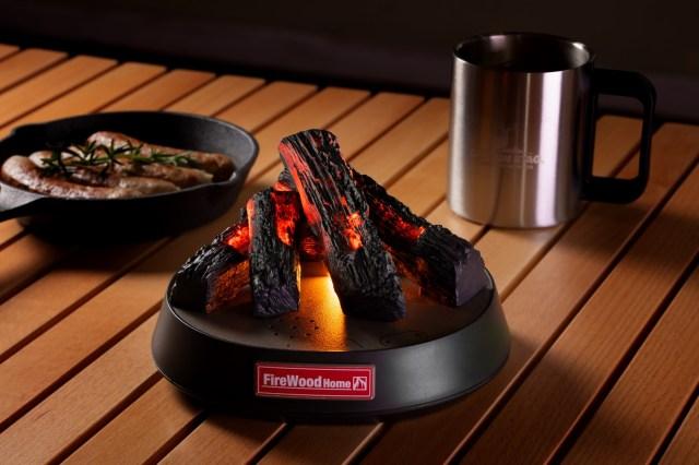 今、時代はたき火を求めている…! ゆらめく炎や薪がはぜる音をリアルに再現したグッズが登場するよ
