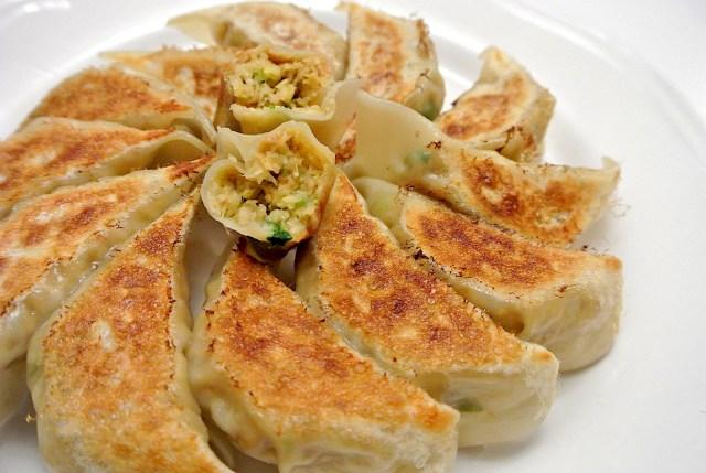 エバラ公式「オートミールで肉なし餃子」を作ってみた♪ 見た目は餃子そのものだけど、果たしてお味は?
