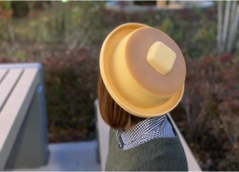 バターが今にもとろけそう♪ ふっかふかのホットケーキを再現した帽子がおいしそうでたまらん~っ!!