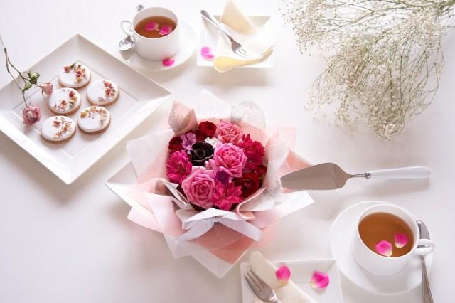 食べられるお花を使ったケーキが美しくて豪華! 花束、ケーキ、ドリンクとお花を堪能し尽くせます