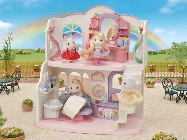 シルバニアのお人形に長い髪が生えてる~っ!? ヘアアレンジできる美容室のセットが登場するよ