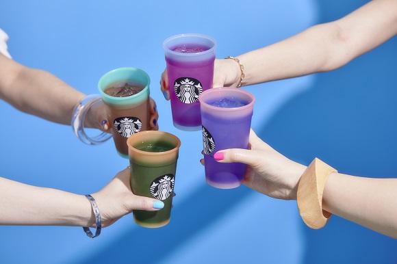 自分らしく生きる人を応援! スタバから「色が変わるカップセット」が数量限定で登場 / 売上の一部はLGBT教育に