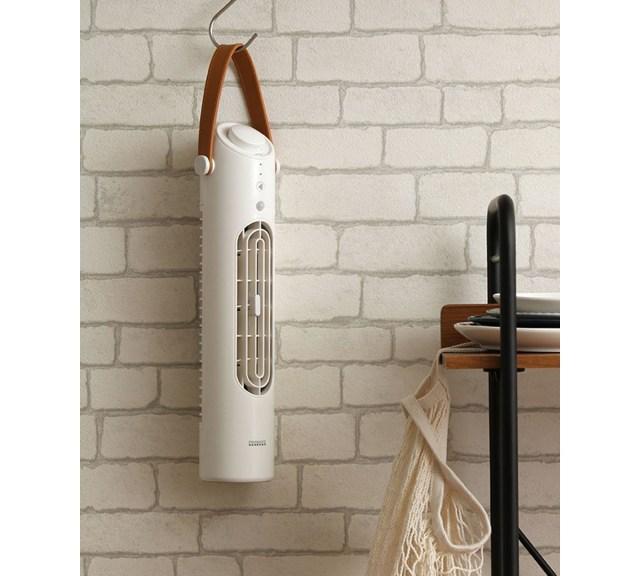 【こりゃ便利】スリーコインズの「タワー型扇風機」が爆売れ中! コードレスだからどこでも使える&USB充電できて2200円は買いですっ