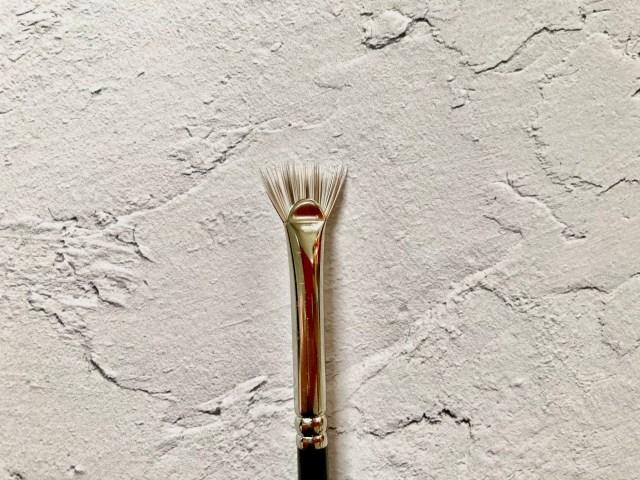 白鳳堂の不思議な「扇形のマスカラブラシ」が超優秀! ダマやひじきとは無縁な繊細まつ毛が10秒で完成するよ