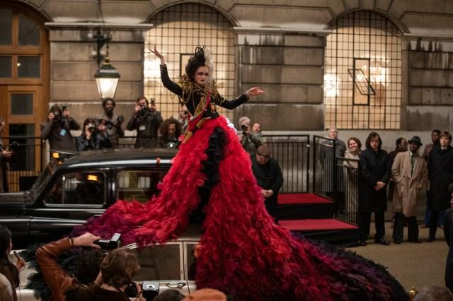 実写映画『クルエラ』の舞台は70年代ロンドン! 反骨精神溢れるクルエラのド派手なパンクファッションに注目