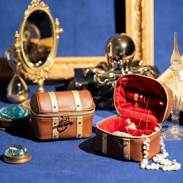 とってもおきの宝物を忍ばせたい「宝箱みたいなポーチ」がかわいい! お部屋が非日常空間になりそうです♪