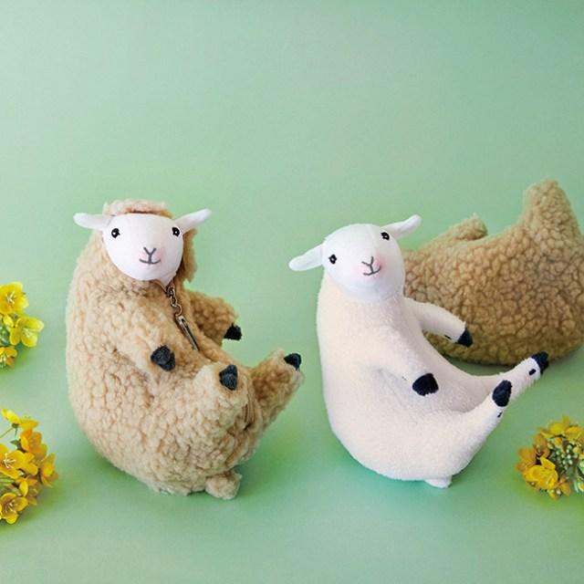 なんと「毛刈りができる羊のぬいぐるみ」が出たぞ~! 「毛刈りのポーズを再現」「ファスナーがバリカンの形」などこだわりがスゴイ…