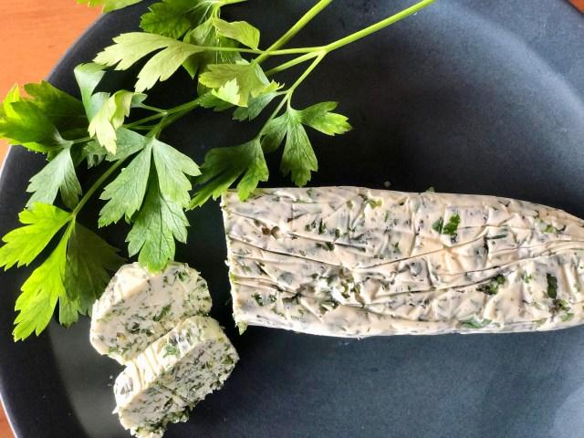 あまり物のハーブで作る「ガーリックハーブバター」が絶品♪「マツコの知らない世界」に出演したハーブコンシェルジュのレシピを紹介するよ