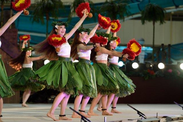 フラガールたちのショーをひとりじめできる…!! スパリゾートハワイアンズのステージ貸切プランが王様気分を味わえそう