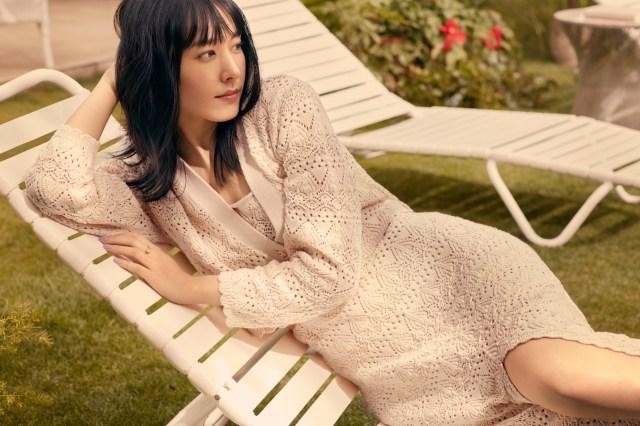 サステナブルウェアをまとった新垣結衣がナチュラルな魅力に溢れてる…H&Mの新コレクションに注目