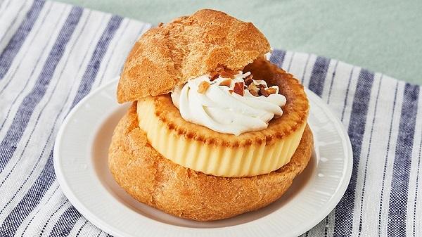 ローソンストア100の 「シュークリームにバスクチーズケーキを挟んだスイーツバーガー」がワガママの極み!