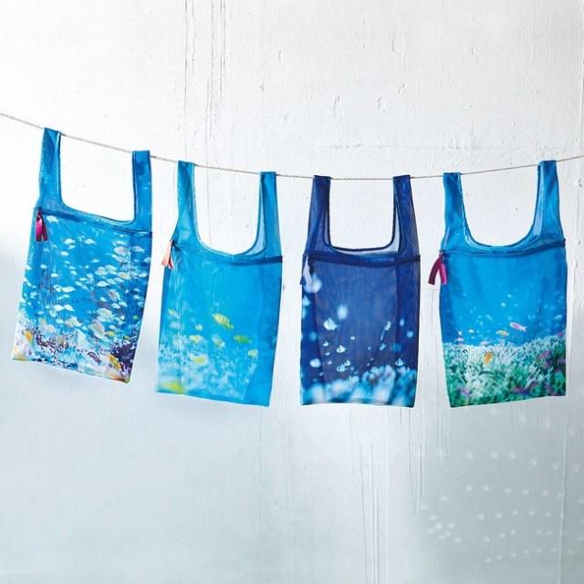 海がデザインされたメッシュ素材のエコバッグが涼しげ / 洗濯ネットにも変身します