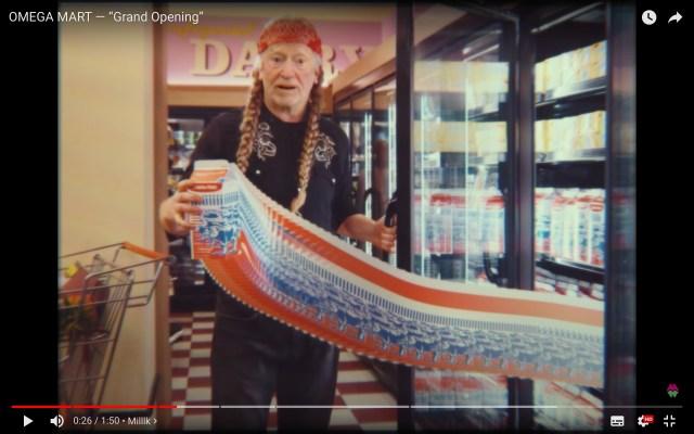 巨大スーパーマーケットに見立てたアート施設が話題に! タトゥーの入ったチキンや、バグる牛乳売り場など