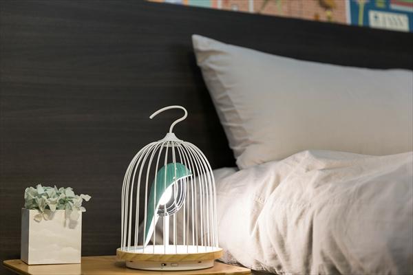 「鳥かごの形」をしたライトがホッとする愛おしさ…高性能スピーカーも内臓されています