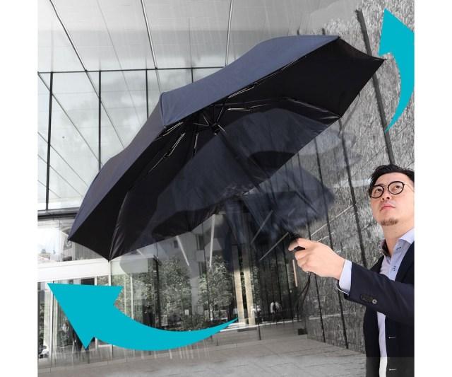全自動で開閉する傘はやっぱり便利! USB充電もできる全自動スマート傘がほしい