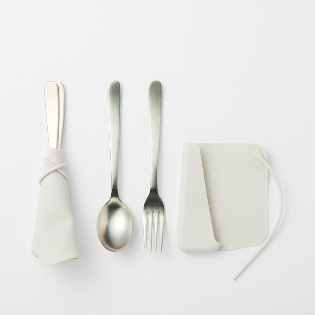 無印良品のシリコーン製「カトラリーカバー」が便利! お箸やスプーンなど形の違うものも一緒に包めるよ