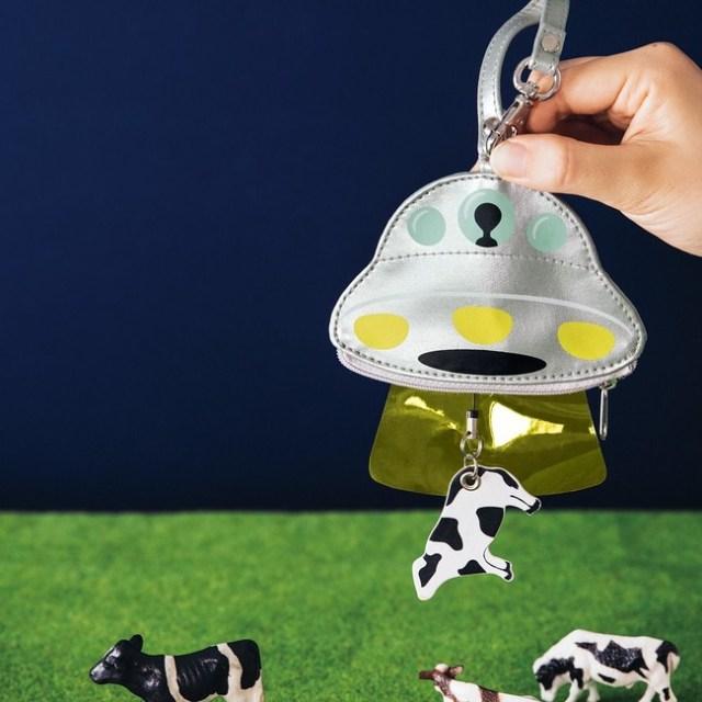 UFOに牛とカギが吸い込まれる!? フェリシモがディテールにこだわりすぎてジワジワくるキーケースを発売するよ