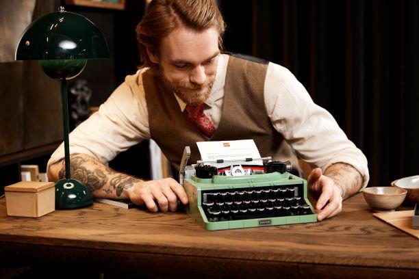 これ、レゴなの!? 大人向けレゴ「50年代レトロなタイプライター」は作るだけではない! 実際に紙をセットして使うことも可能です