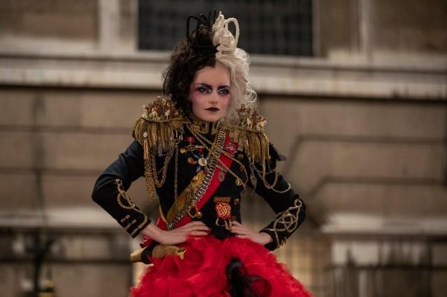映画『クルエラ』の衣装に隠された裏話…コスチューム・デザイナーは『マッドマックス 怒りのデス・ロード』を手掛けた人物です