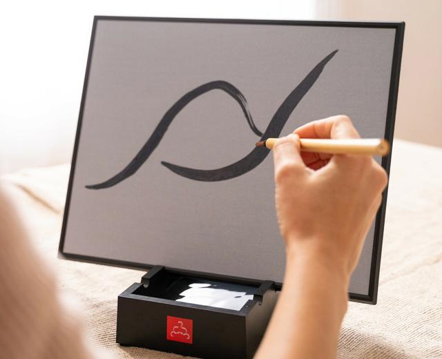 禅の心をいつでもどこでも…全米でヒットした水で水墨画が描ける「ブッダボード」が日本上陸!