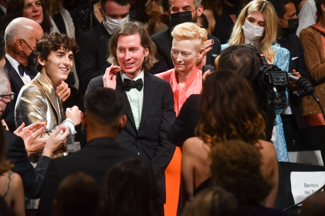 カンヌにウェス・アンダーソン最新作『フレンチ・ディスパッチ』俳優陣が勢ぞろい! ティモシーシャラメにティルダ・スウィントンなど