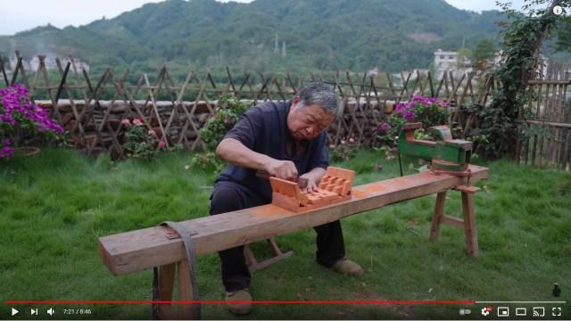 釘ない家具を次々と作り出す中国のおじいさんが世界で人気に…気持ちよく組み立てていく美しい家具たちをご覧あれ