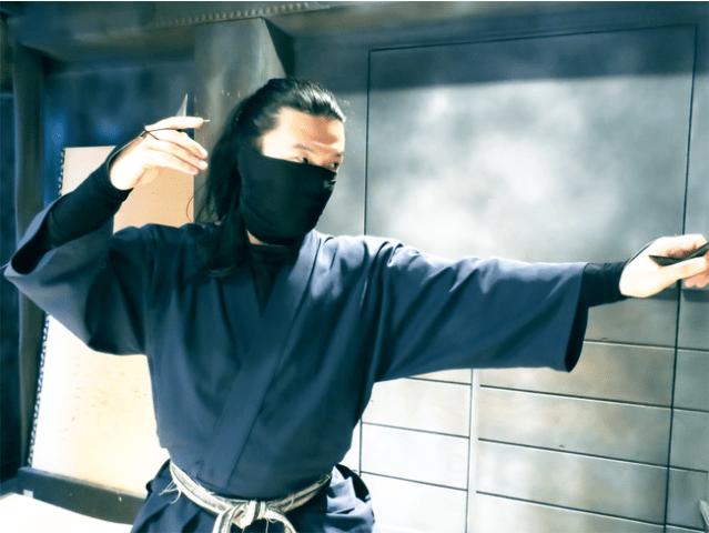 浅草・雷門に忍者体験ができる施設がオープン!  本物の忍者が手裏剣打ちをレクチャーしてくれます