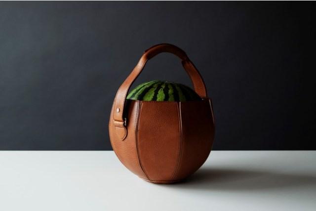 「スイカ専用バッグ」が土屋鞄製造所から発売されることに! お値段は税込み11万円です