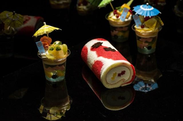 アートアクアリウム大阪に「金魚柄の堂島ロール」が登場! 鮮やかな赤白模様に度肝を抜かれます…