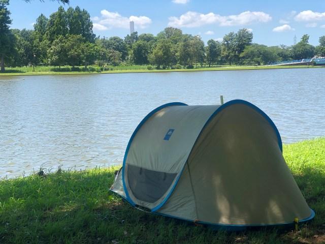 初めて公園のひとりピクニックで簡易テントを使ってみたら…快適すぎてハマった! ひと目を気にしないでゆっくり癒されるよ