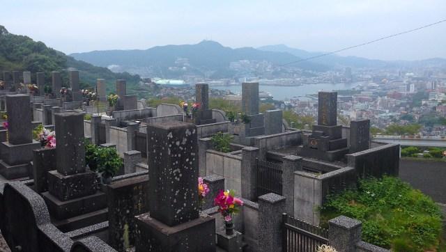 【コラム】お盆は墓で花火をする…って長崎だけだったの?  独特すぎる長崎の墓事情
