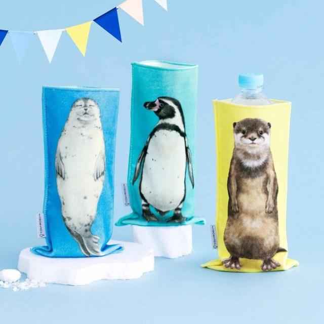 水族館の生き物たちが立っている…! ハンドタオルとしても使えるペットボトルホルダーが可愛くて和むよ