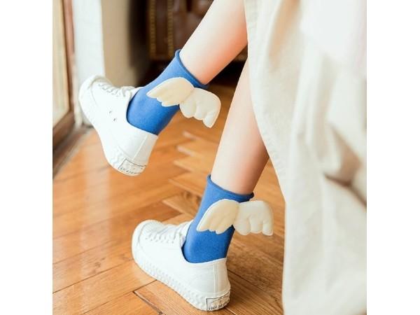 靴下から天使の羽が生えてる~っ!! 履けば一瞬で魔法少女っぽくなれちゃう靴下が可愛い