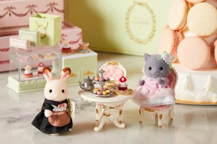 シルバニアファミリーがラデュレと夢のコラボ! お人形たちが優雅にティータイムを楽しんでいるよ