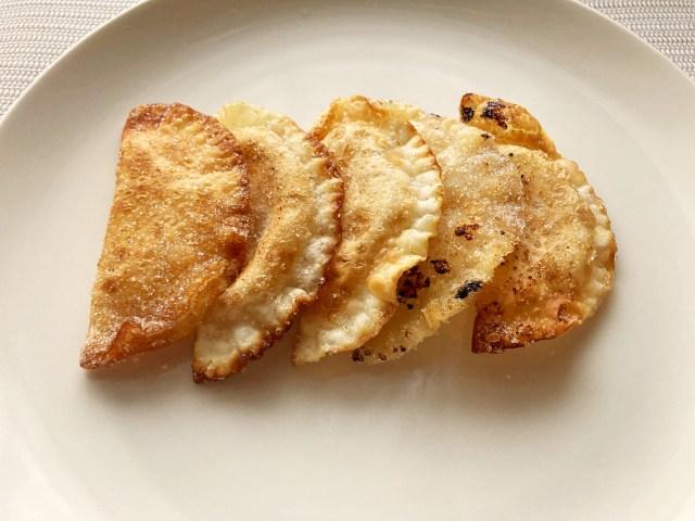 「餃子の皮でつくるアップルパイ」がお手軽なのに美味しい◎ 餃子の皮とりんごジャムで作れちゃいます