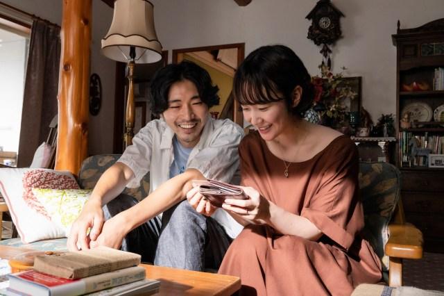 黒木華と柄本佑共演のユニークな不倫映画『先生、私の隣に座っていただけませんか?』 / 漫画家の妻が漫画で復讐していきます