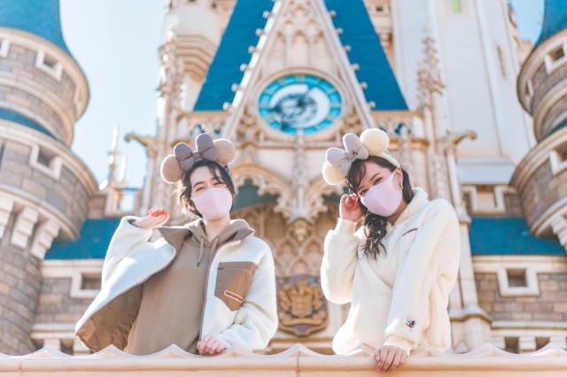 東京ディズニーリゾートの秋冬ファッションはもこもこ&あったか♡ 柔らかなブラウンカラーがかわいい!