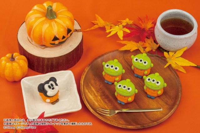 ハロウィン仕様のミッキーとエイリアンが「食べマス」に登場! かぼちゃの衣装を着てニッコリ笑顔を見せてるよ