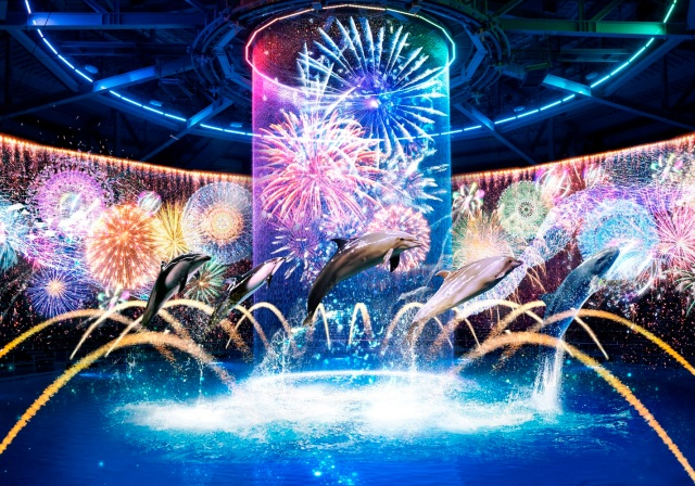 """閉館後の水族館に「縁日」が出現! マクセル アクアパーク品川で """"イルカと盆踊り"""" や """"デジタル花火大会"""" を楽しめます"""